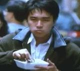 周星驰扔饭盒动态图片 - Stephen Chow throws a dynamic picture of a lunch box